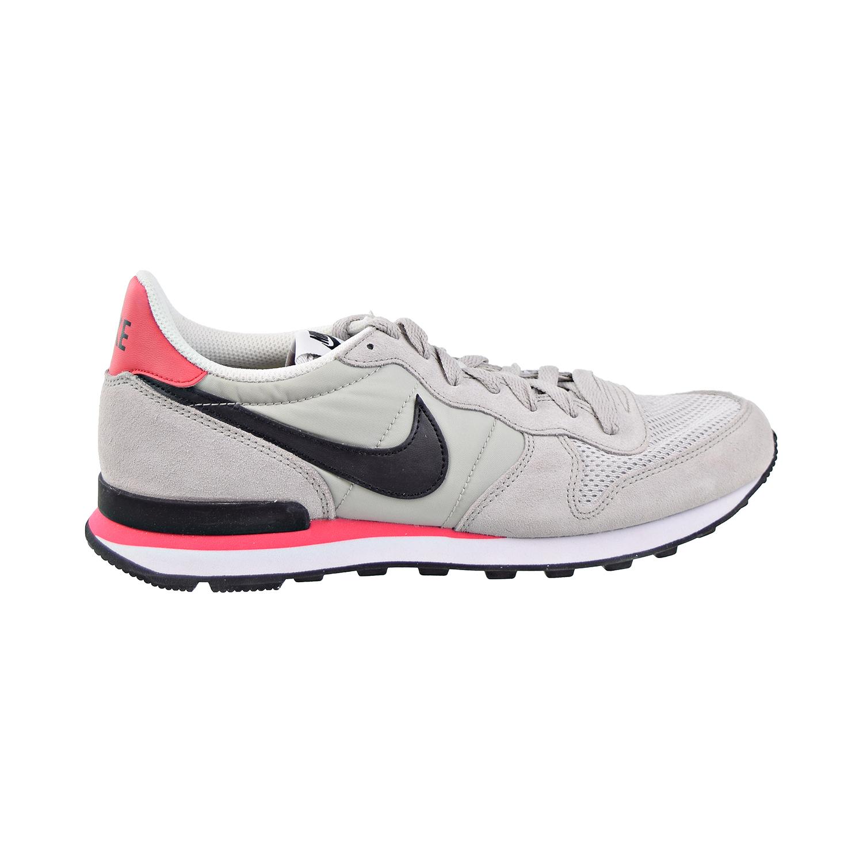 Hoy, Los Especiales, Tienda Nike Zapatos Internationalist